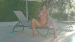 Nikki – Touches Herself And Feels Max Pleasure