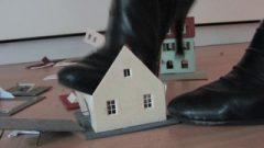 Model Railway Houses Under Kissable Boots