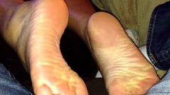 Thai Girlfriend Flashes Her Soles While Watching The Game