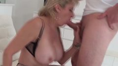 Lady-sonia Eating Cock A Awesome Cock With Handy And Sperm On Boobs